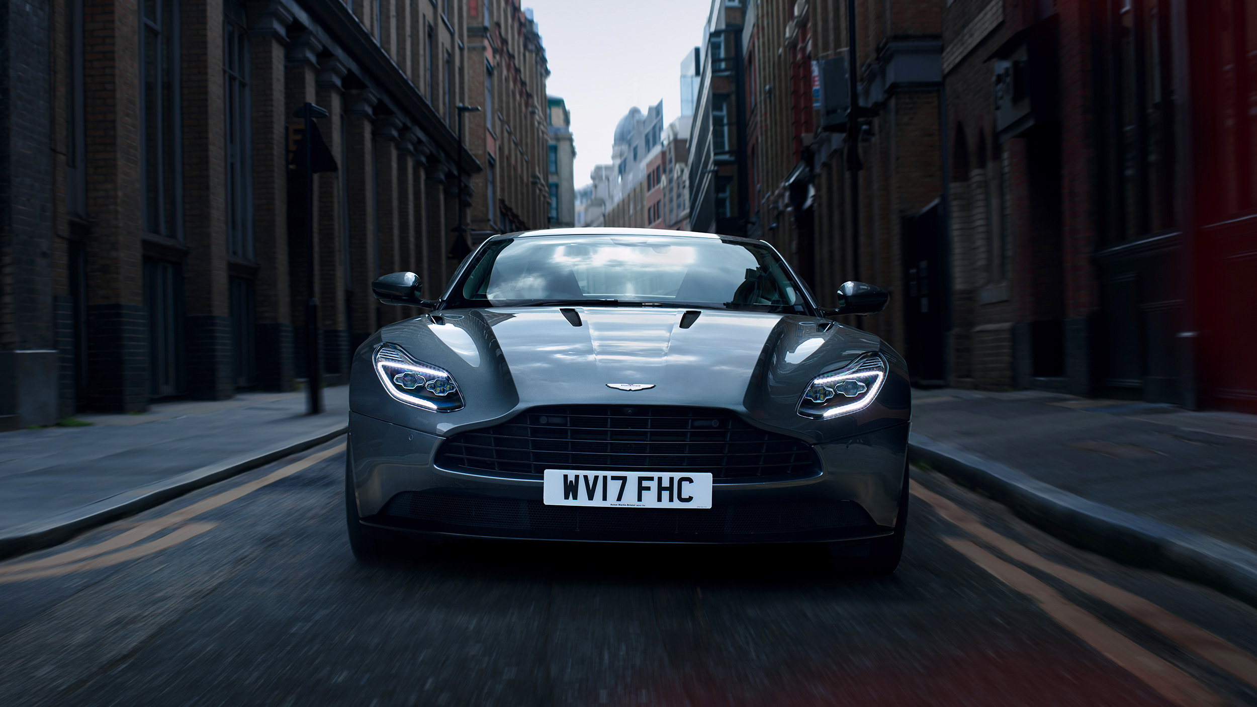 Marc_Trautmann_Aston_Martin_DB11_London_2_red_elements copy-brighter