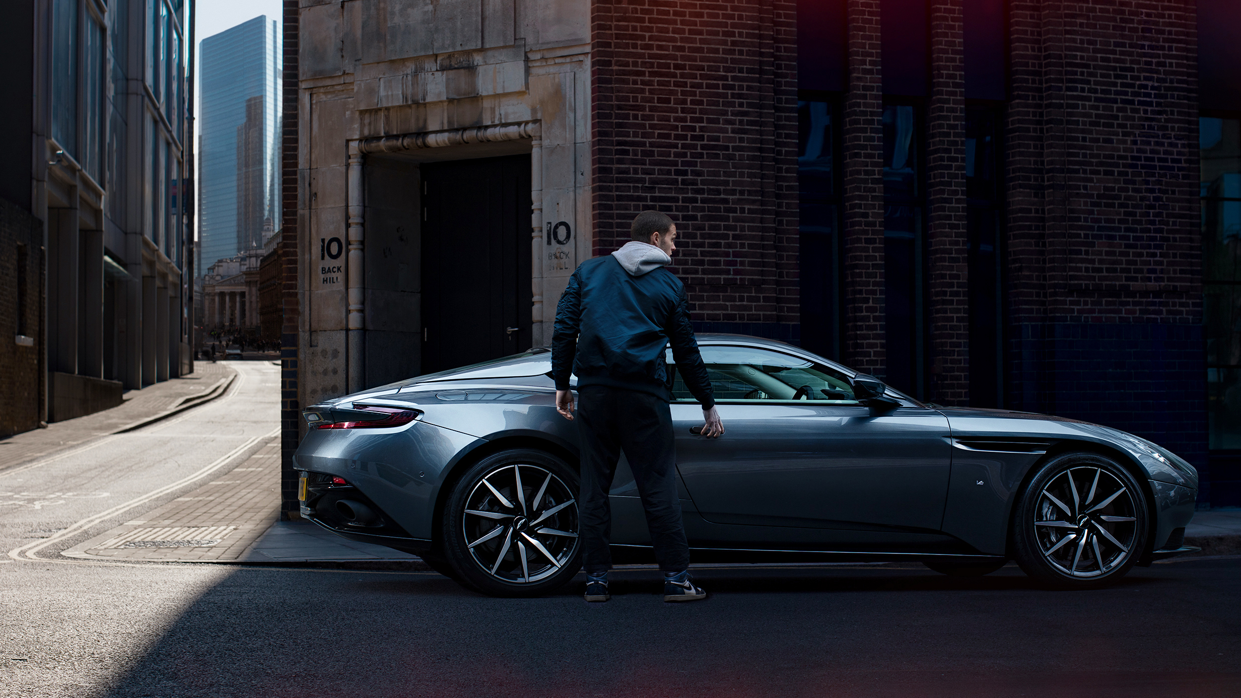 Marc_Trautmann_Aston_Martin_DB11_London_7_red_elements_brighter